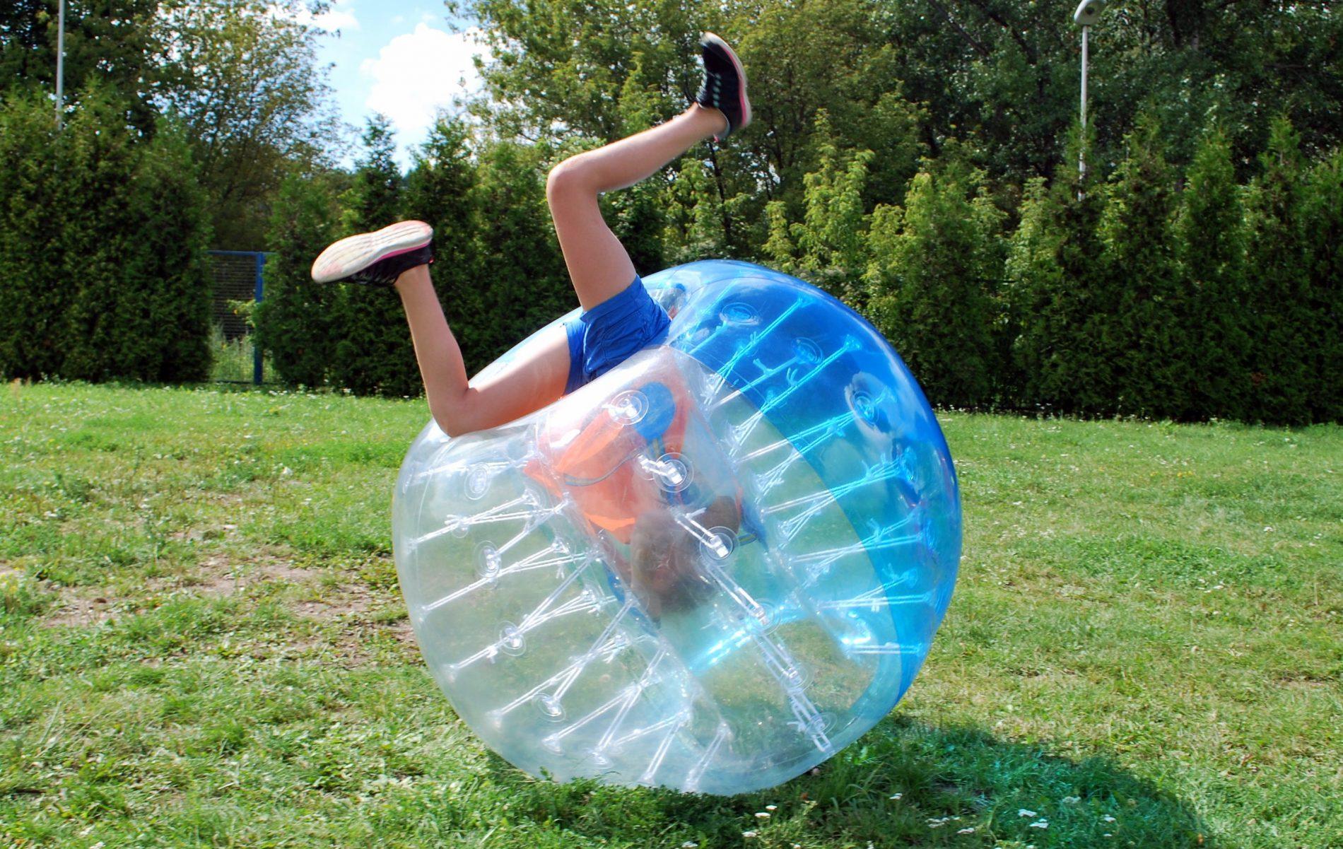 Salto w Bumper Ball podczas półkolonii 2times